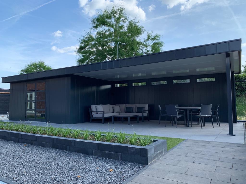 Groot tuinhuis met overkapping - Iso-bella.nl
