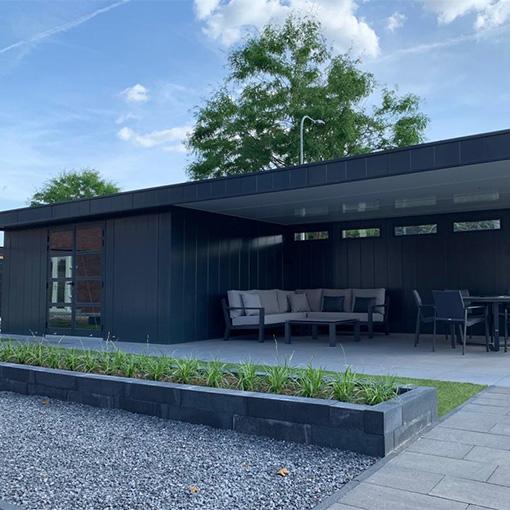 Hermes portfolio tuinhuis met overkapping met plantenbakken
