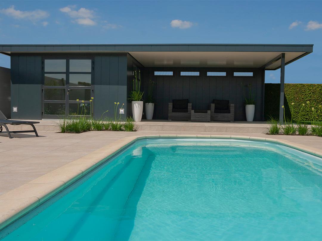 Iso bella hermes poolhouse met overkapping bij het zwembad